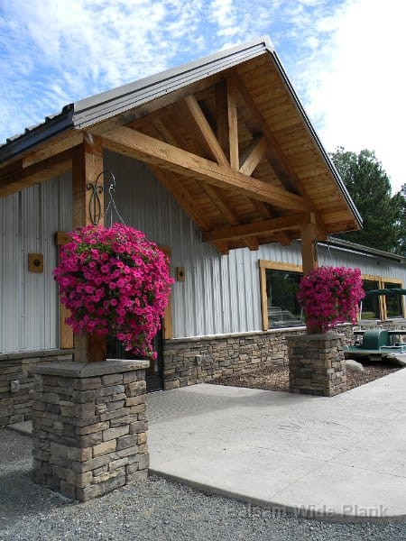 Carriage_House_PIne_Exterior_Trusses