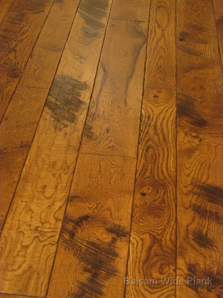 Character_Skip_Sawn_White_Oak_Floor_with_Hand_Scraped_Edge