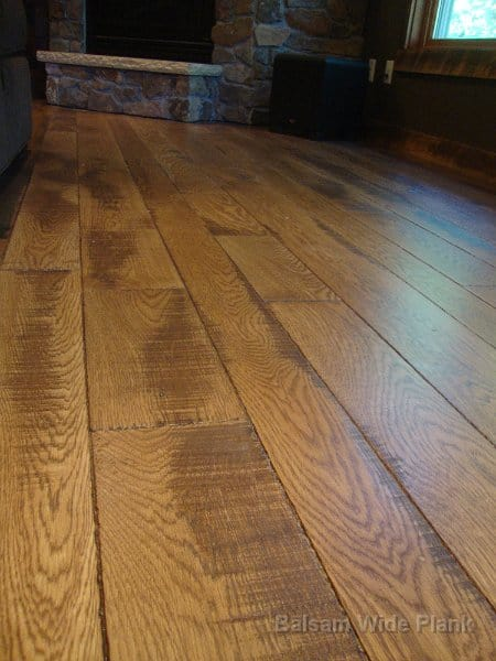 Character_Skip_Sawn_White_Oak_Flooring_with_Hard_Scrape_Edge_Details