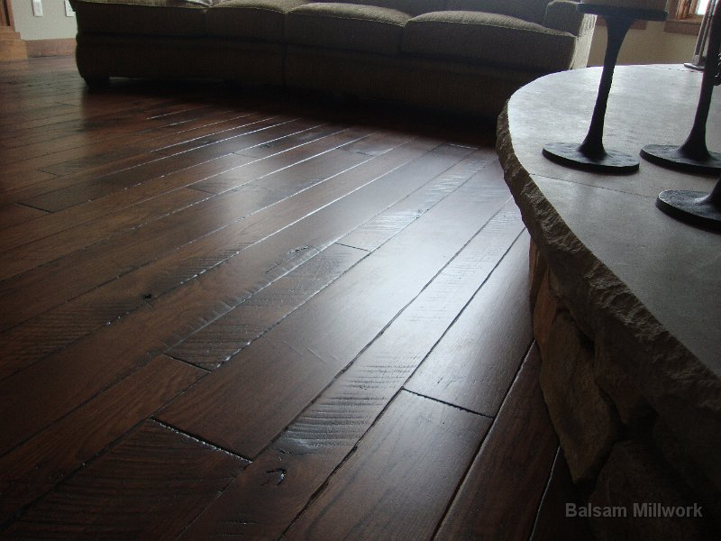 Skip_Sawn_Hickroy_Wood_Floor_at_Fireplace